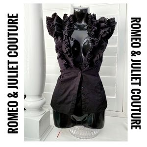 Romeo & JULIET COUTURE Ruffle Button Top Blouse